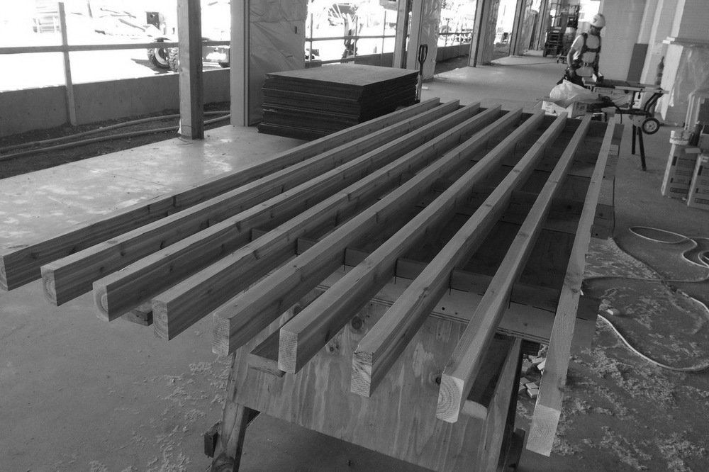 06 jig for equally spacing out soffit 2x4s 1000 0x54x1280x853 gray q85